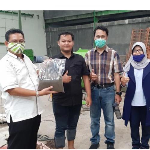 Tim Riset UNS Ubah Larva BSF Jadi Pelet Ikan Kaya Protein